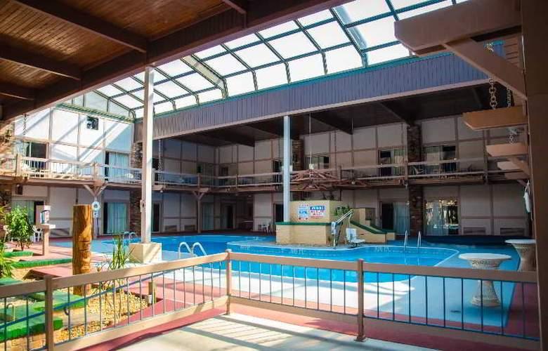 Eisenhower Hotel - Pool - 1
