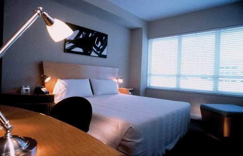 Crest Hotel Suites - Room - 2