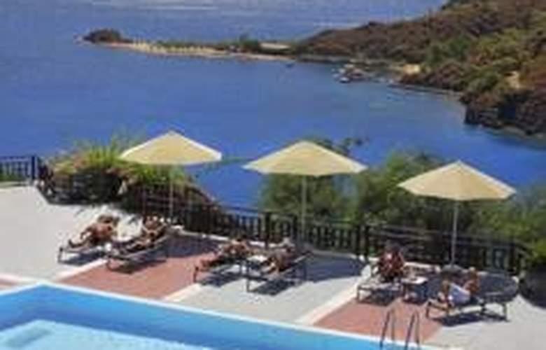 D-Hotel Maris - Pool - 4