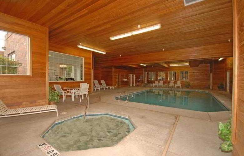 Comfort Suites Linn County Fairground and Expo - Pool - 4