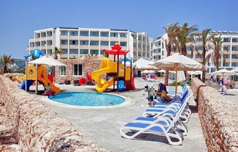 db Seabank Resort + Spa - Pool - 6