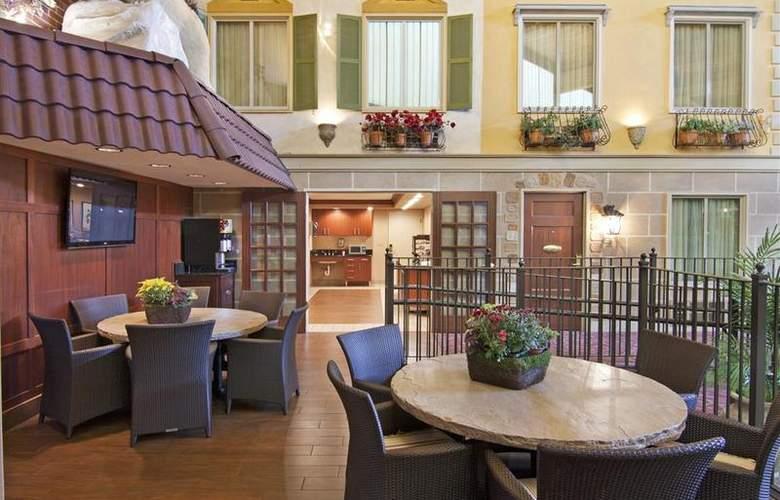 Best Western Plus White Bear Country Inn - Restaurant - 108