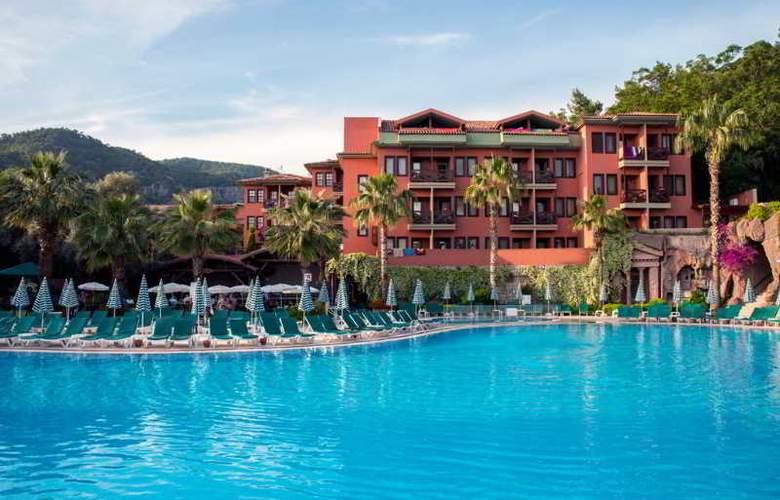 Suncity Hotel & Beach Club - Pool - 15