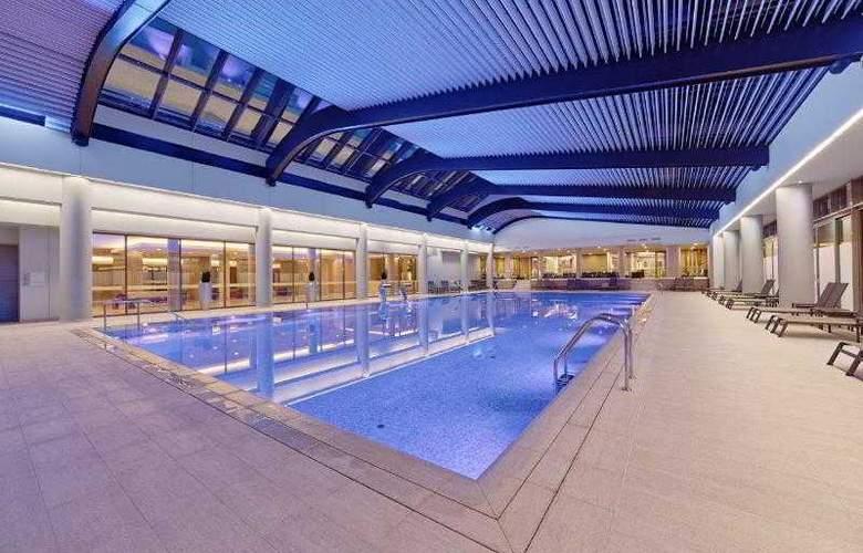 Ramada Parc - Pool - 17