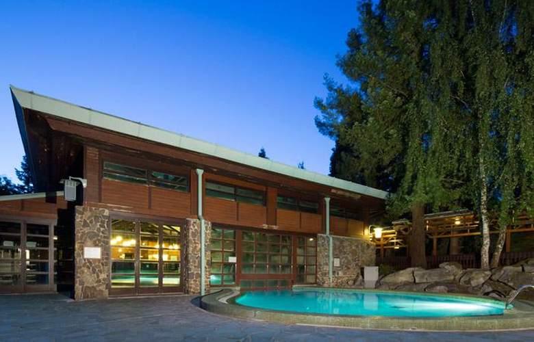 Disney's Sequoia Lodge - Pool - 9