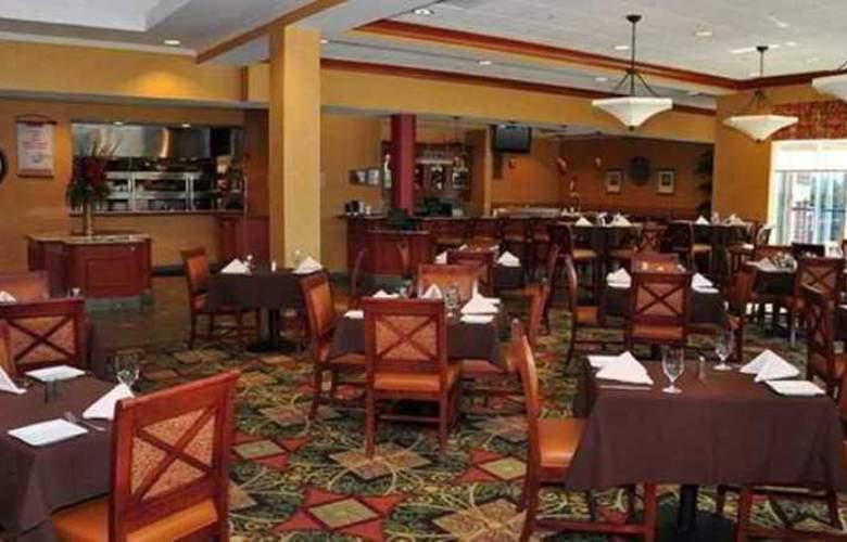 Hilton Garden Inn Ottawa Airport - Restaurant - 8