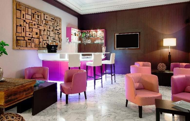 Quality Suites La Malmaison - Bar - 9