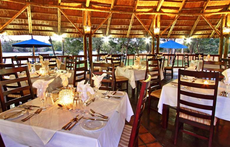 A Zambezi River Lodge - Restaurant - 10