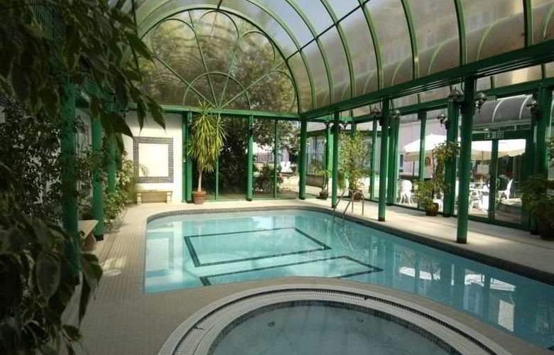 Norfolk Royale Hotel & Leisure Centre - Pool - 4