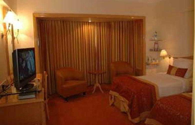 Ramada  Plaza Palm Grove - Room - 4