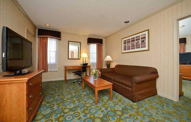 Best Western Plus Executive Suites - Hotel - 8