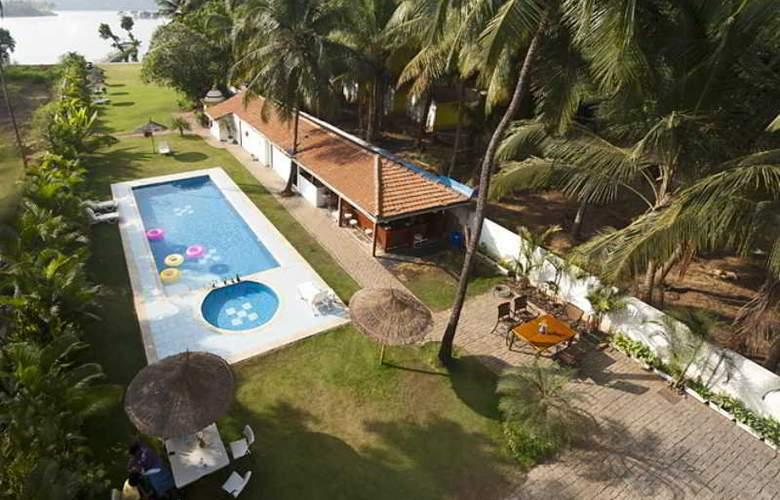 Safira River Front Resort - Pool - 2