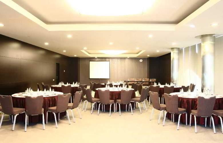 Ramada Plaza Bucharest - Conference - 11