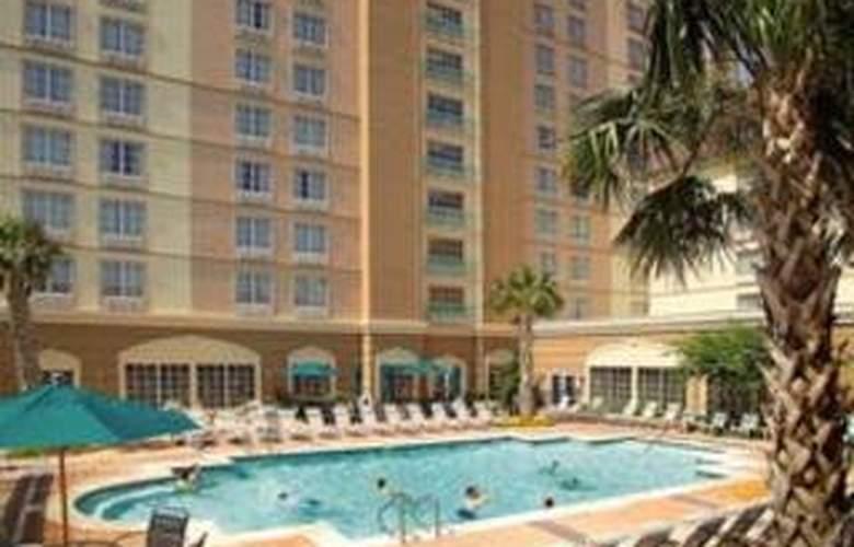 La Quinta Inn & Suites San Antonio Convention Cntr - Pool - 7