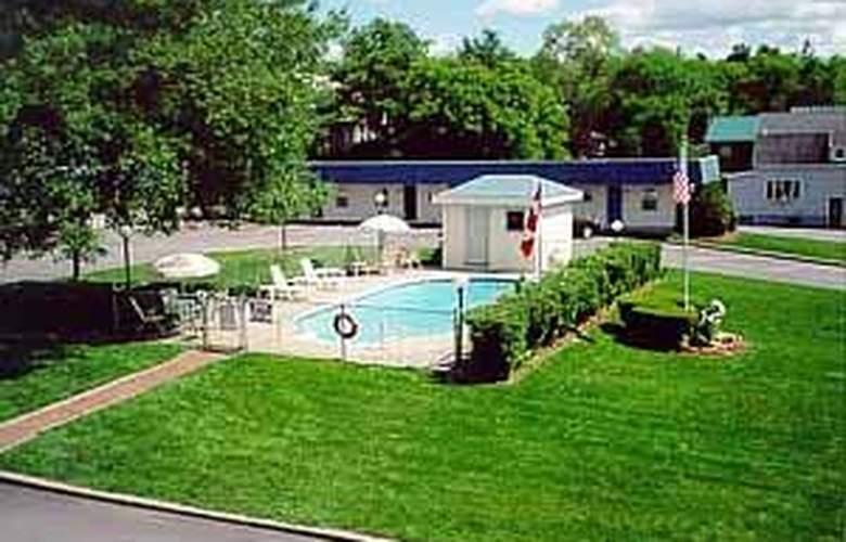 Rodeway Inn - Rutland - Pool - 2