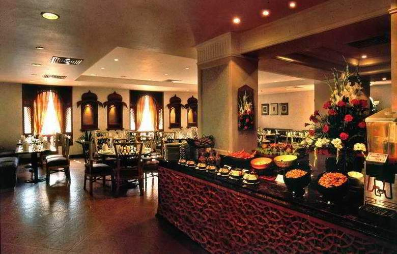 Howard Sarovar Portico - Restaurant - 5