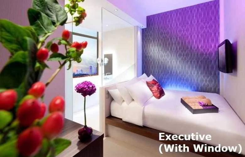 Moon Hotel Singapore - Room - 0