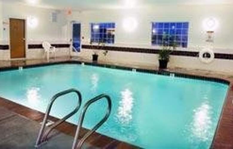 Comfort Suites - Pool - 4