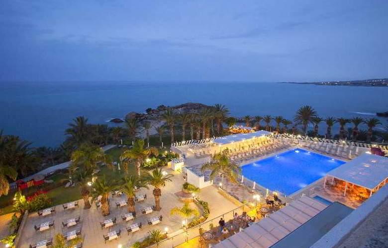 Queen's Bay - Hotel - 15