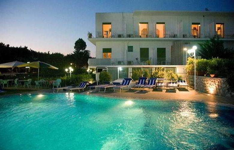 Hotel Carmencita - Pool - 3
