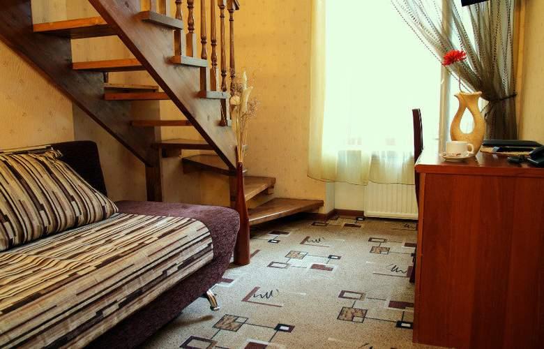 Deluxe Hotel - Room - 12
