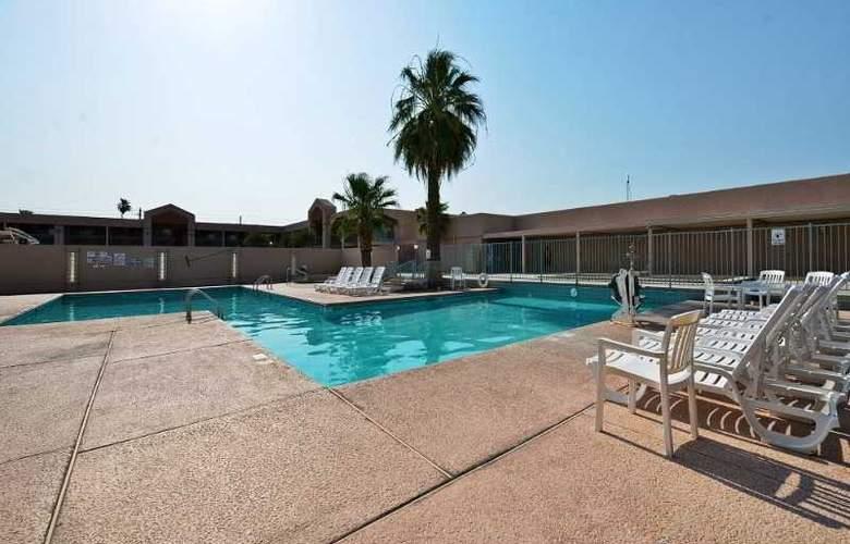 Americas Best Value Inn Yuma - Pool - 3