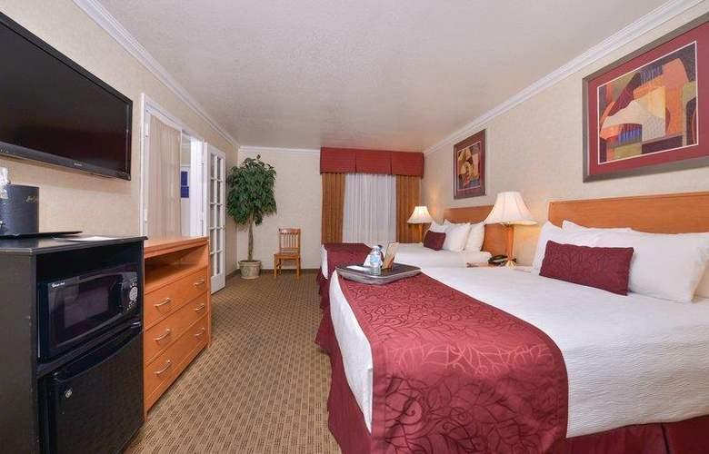 Best Western Plus Innsuites Phoenix Hotel & Suites - Room - 35