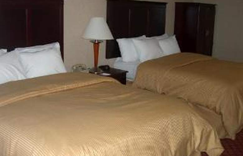 Clarion Inn & Suites Airport - Room - 4