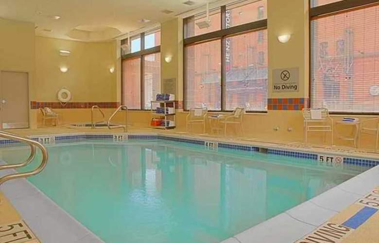 Hampton Inn & Suites Pittsburgh-Downtown - Hotel - 11