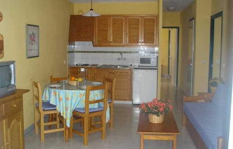 Las Brisas I & II - Room - 3