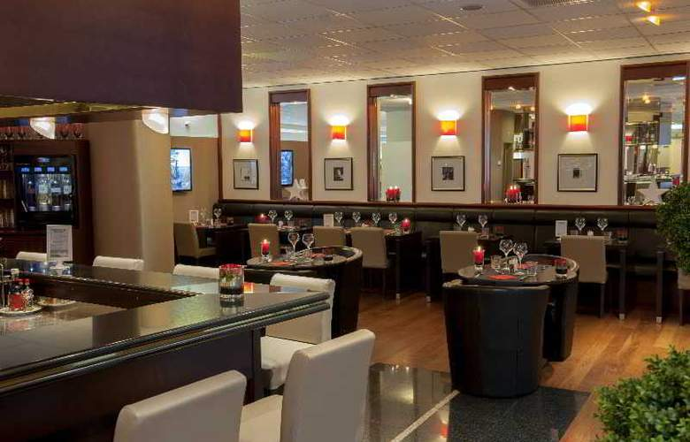Ramada Encore by Wyndham Geneva - Bar - 10