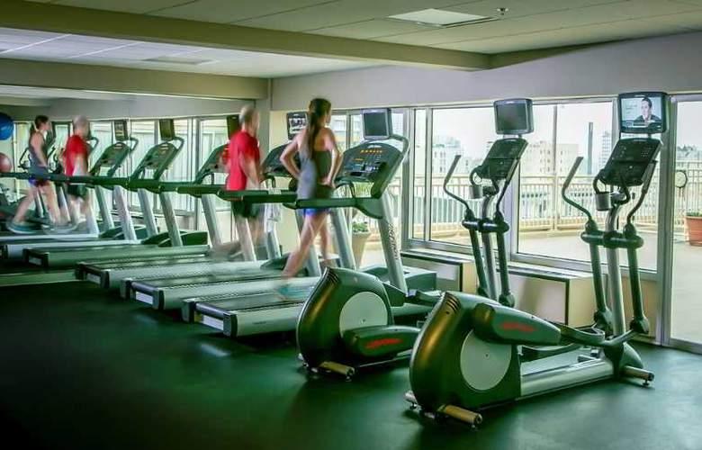 Holiday Inn Golden Gateway - Sport - 11