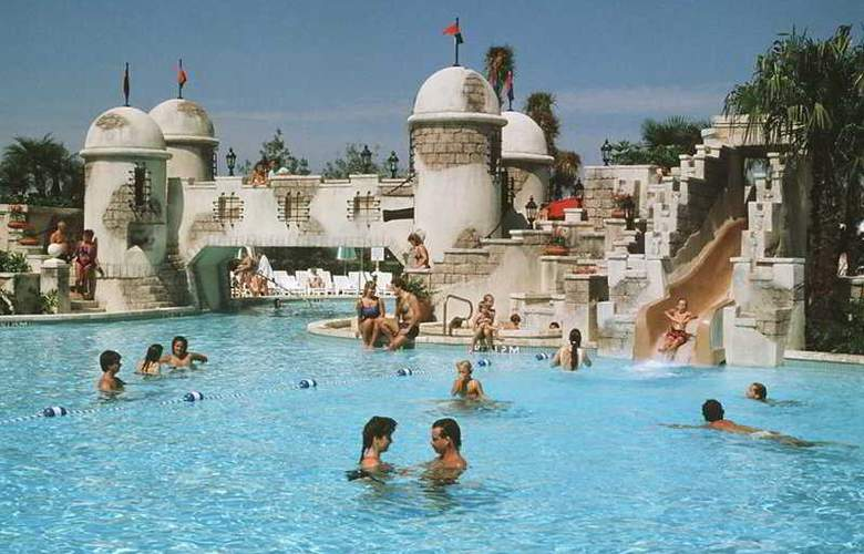 Disney's Caribbean Beach Resort - Pool - 5