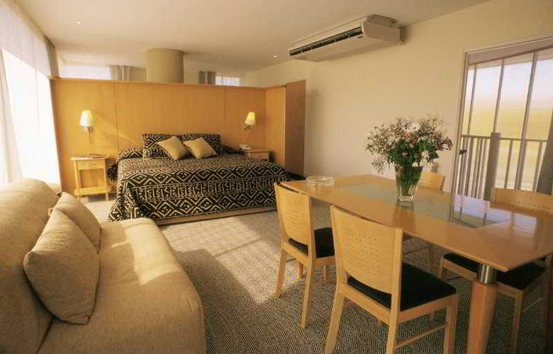Urbana Suites - Room - 1