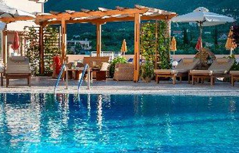 Clio Aparthotel - Pool - 3