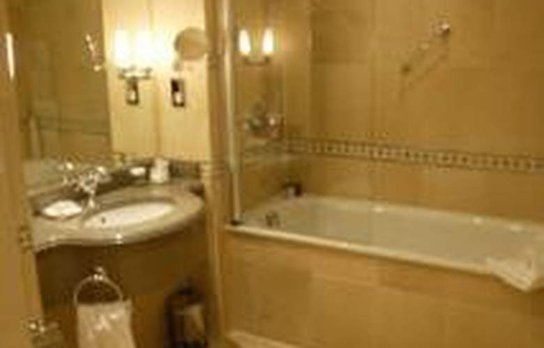 Nutfield Priory Hotel & Spa - Room - 4