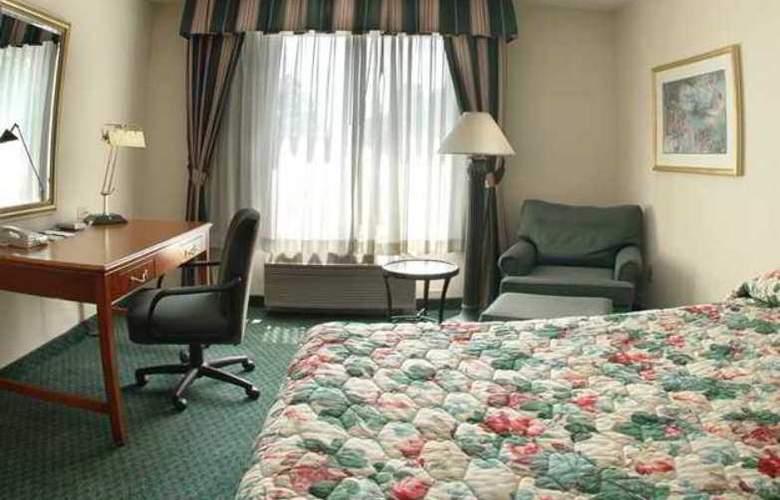Hilton Garden Inn Airport - Hotel - 6
