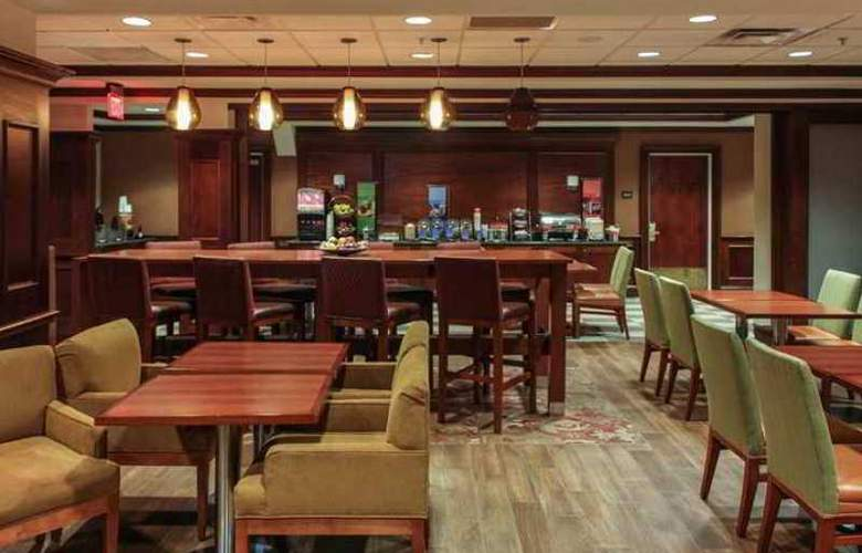 Hampton Inn Brookhaven Long Island - Bar - 4