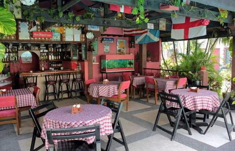Red Knight Gardens Hotel - Bar - 4