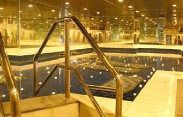 Syuen Hotel Ipoh - Pool - 4