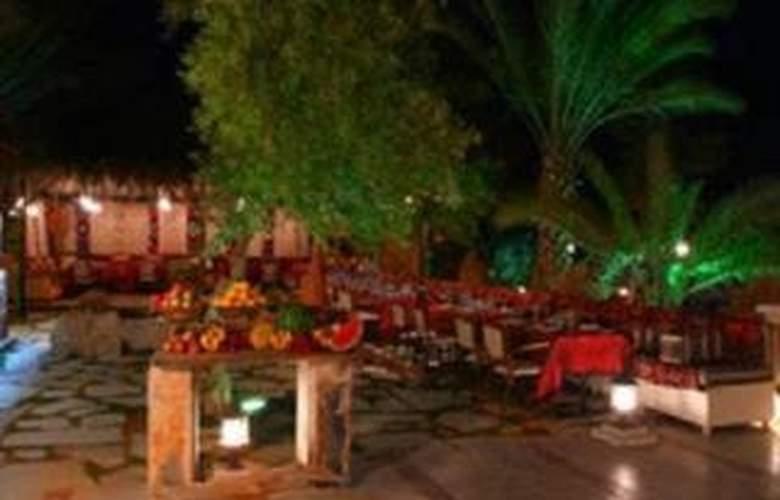 Zenobia Cham Palace - Terrace - 3