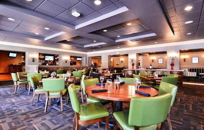Lions Gate Hotel - Restaurant - 3