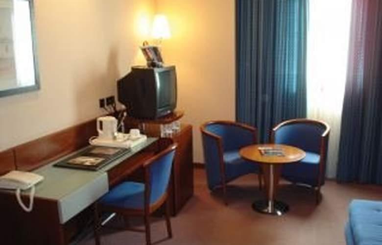 NH Sevilla Viapol - Room - 5