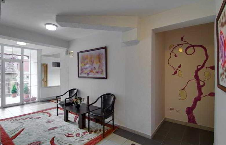 Tranzzit Hotel - General - 1