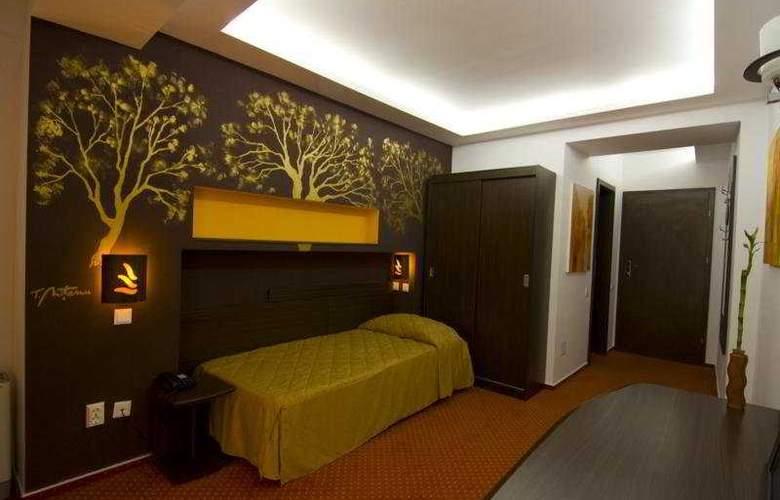 Razvan - Room - 3
