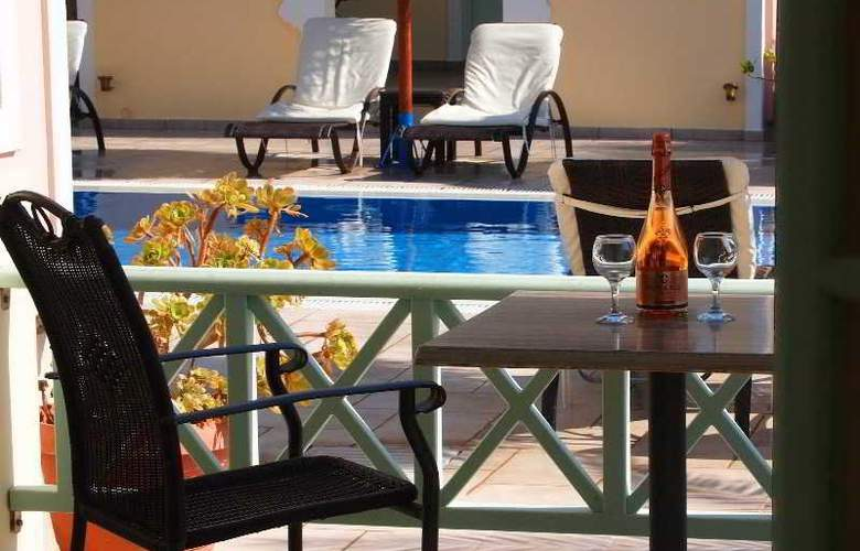 Kalya Suites - Terrace - 2