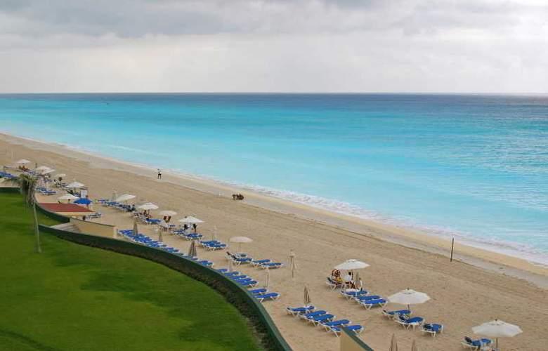 The Royal Caribbean - Beach - 3