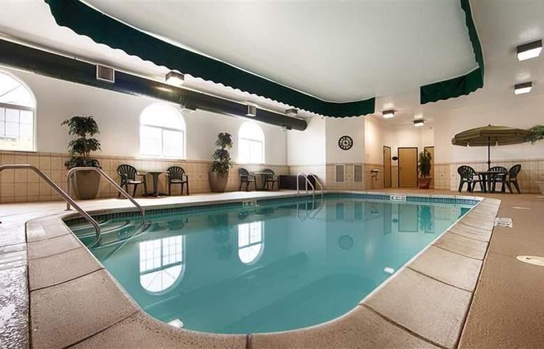 Best Western Plus Macomb Inn - Pool - 65