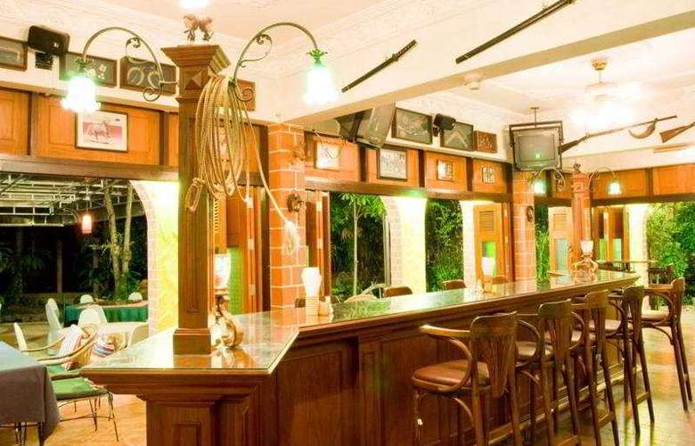 Horseshoe Point Resort - Bar - 8