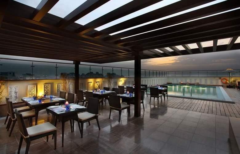 Mahagun Sarovar Portico Suites Ghaziabad - Restaurant - 9